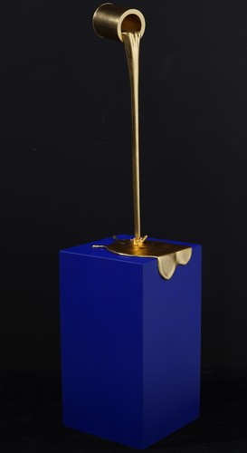 Flow doré petit - support bleu Klein mat