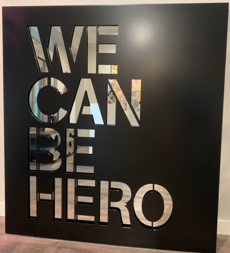 We can be hero - alu noir et fond miroir